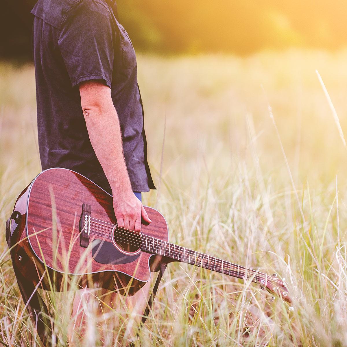 Juhannustunnelmiin Tanglewood akustisilla kitaroilla